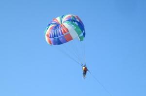 Cano kéo dù bay