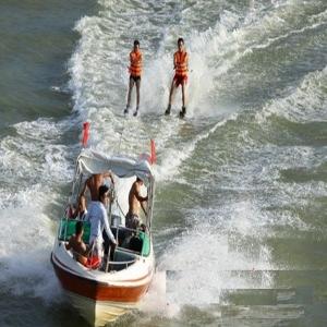 Cano kéo lướt ván
